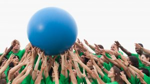 Ball in der Menge Customer-Experience-Story